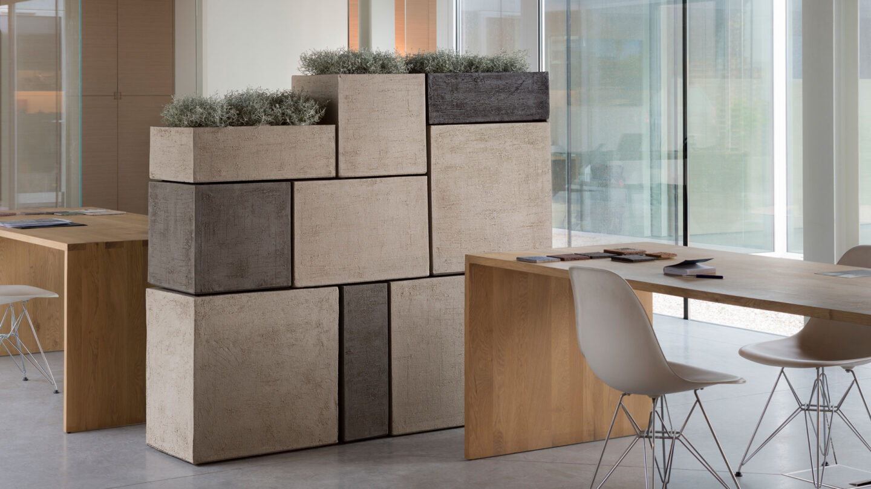 hauser-design-atelier-vierkant-gefässe-als-trennwand