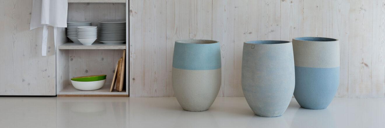 hauser-design-atelier-vierkant-gefässe-in-hellblau