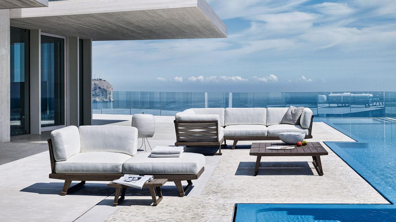 hauser-design-b&b-italia-lounge-gio-in-grau-neben-einem-pool