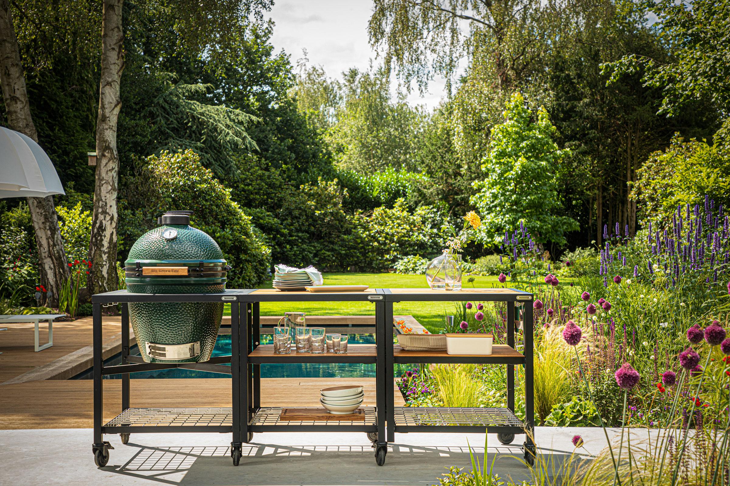 hauser-design-big-green-egg-built-in-neben-Pool