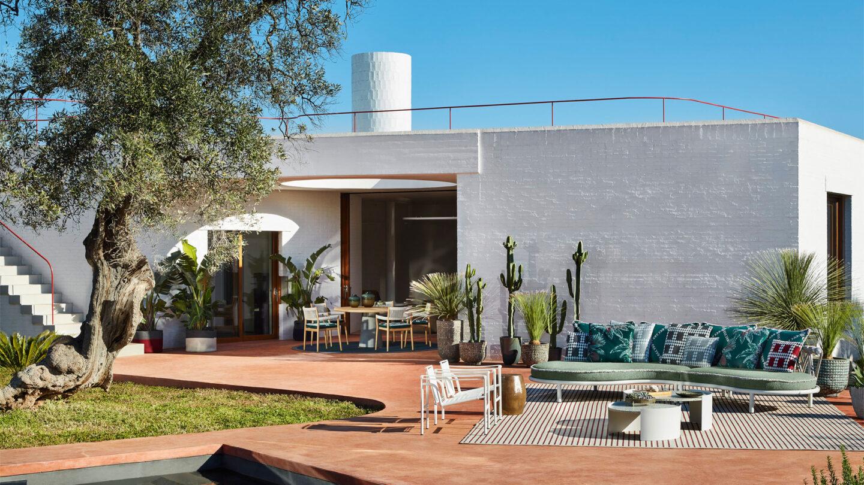 hauser-design-cassina-sofa-trampoline-und-esstisch-dine-out-in-grün