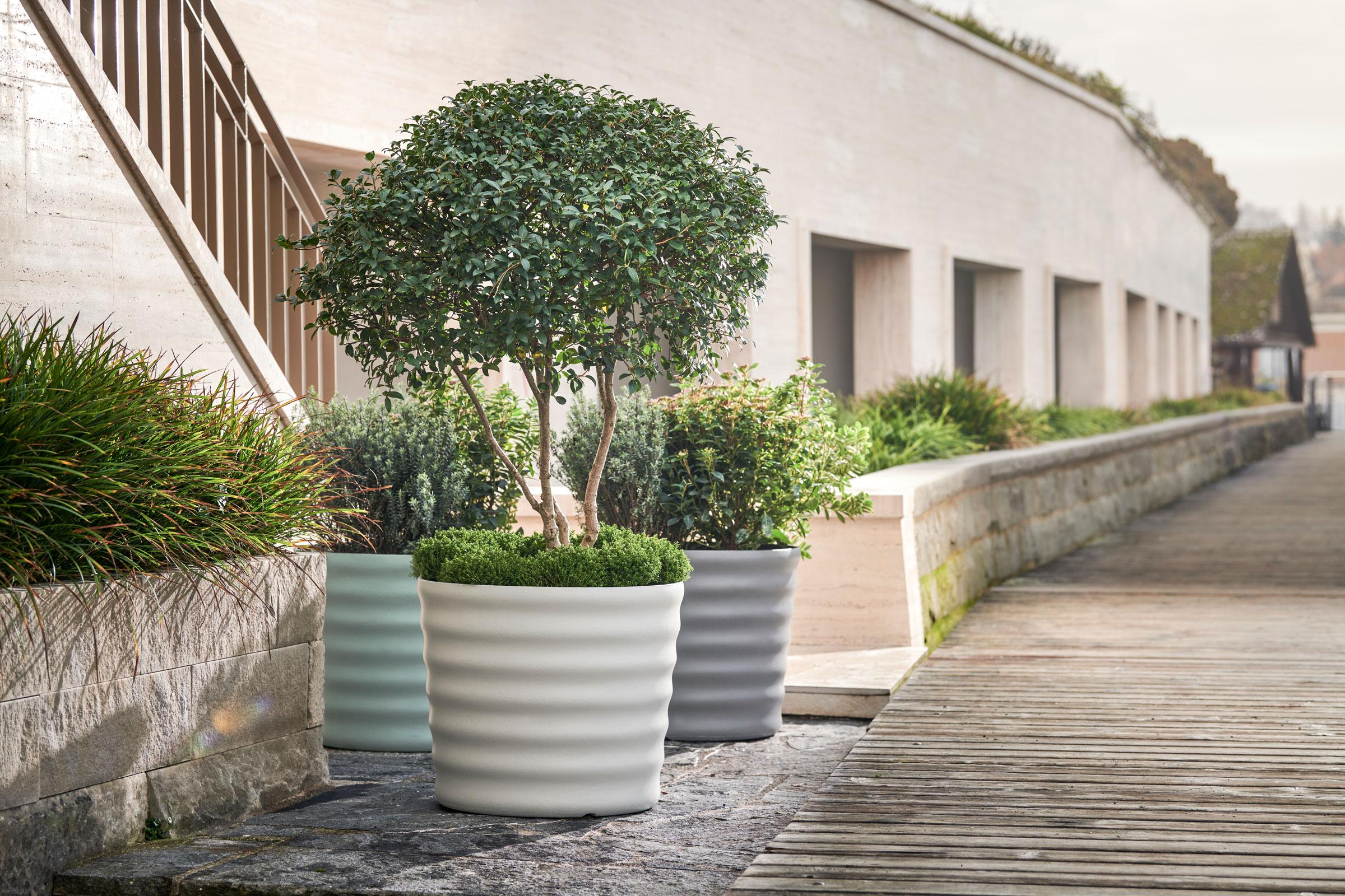 hauser-design-eternit-betongefäss-maia-mit-rillen