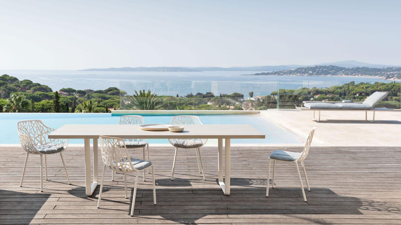 hauser-design-fast-kollektion-horizon-auf-einer-terrasse