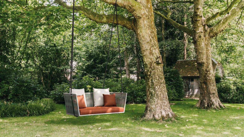hauser-design-kettal-lounge-bitta-schaukel-am-baum