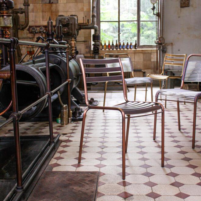 Hauser Design Manufakt Stuhl in Messing und Kupfer
