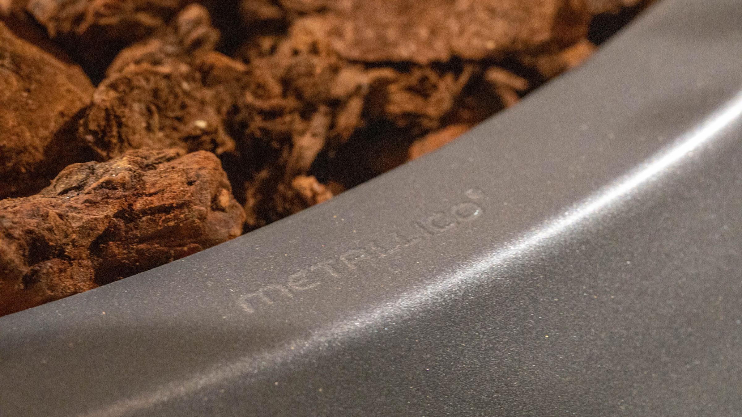 hauser-design-metallico-schriftzug-auf-gefaessrand