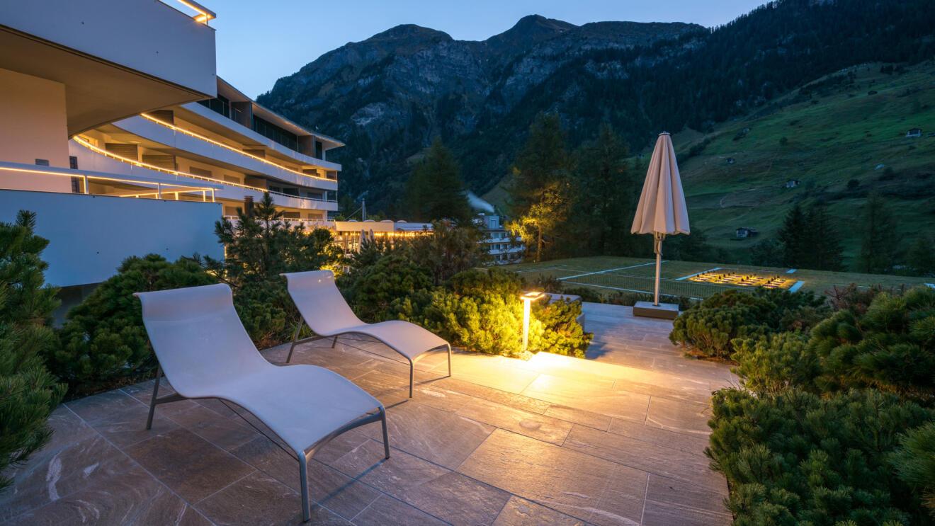 hauser-design-referenz-hotel-7132-vals-bei-abend