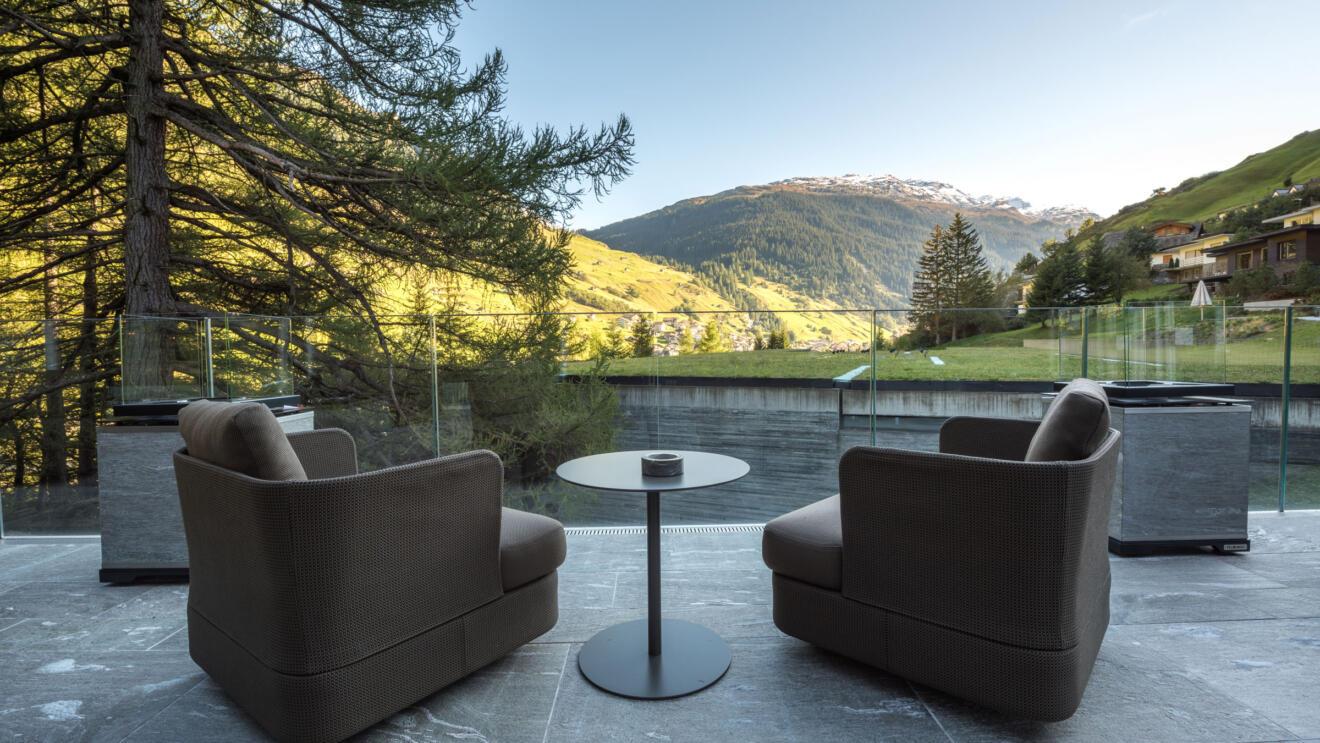 hauser-design-referenz-hotel-7132-vals-paola-lenti-sessel