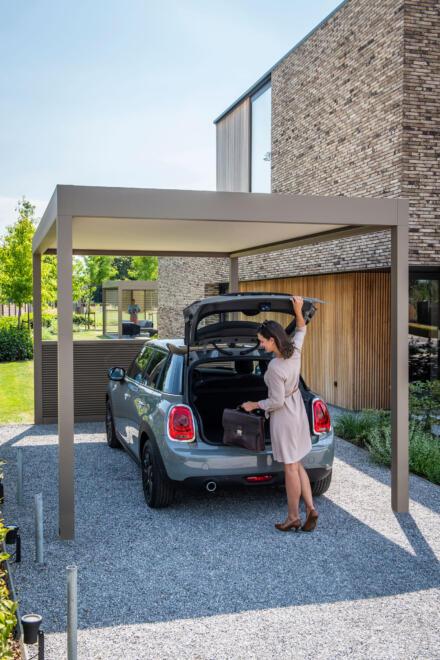 hauser-design-renson-pergola-als-unterstand-fürs-auto