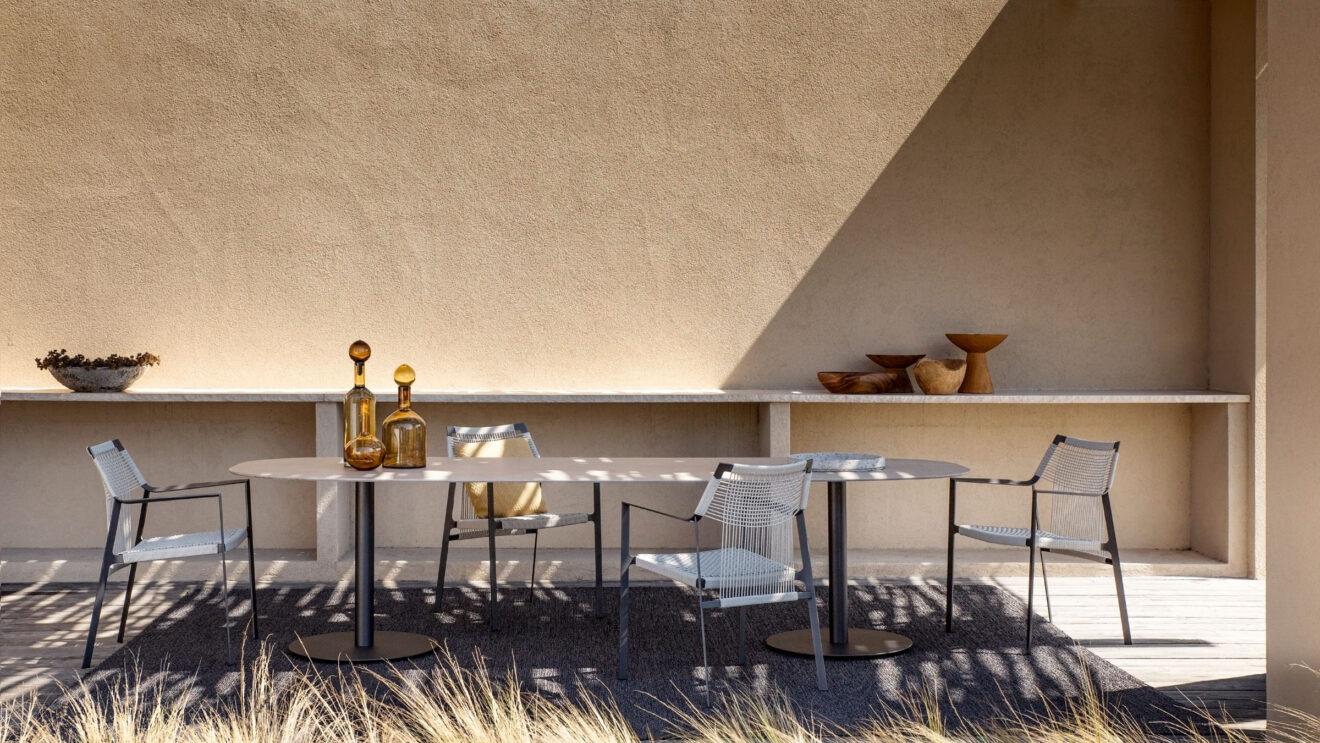 hauser-design-t-table-mit-nodi-stuehlen