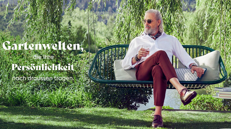 Hauser Design Mann auf Paola Lenti Schaukel
