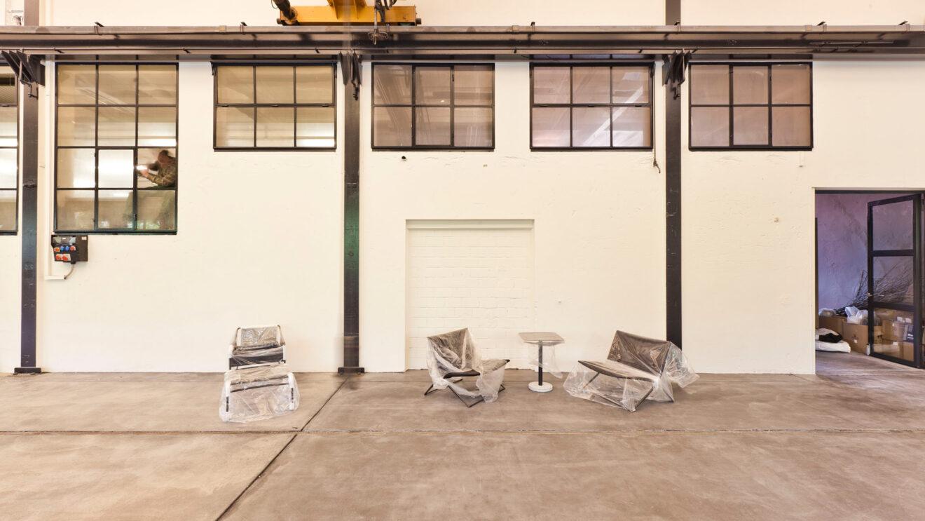 hauser-design-showroom-leere-wand