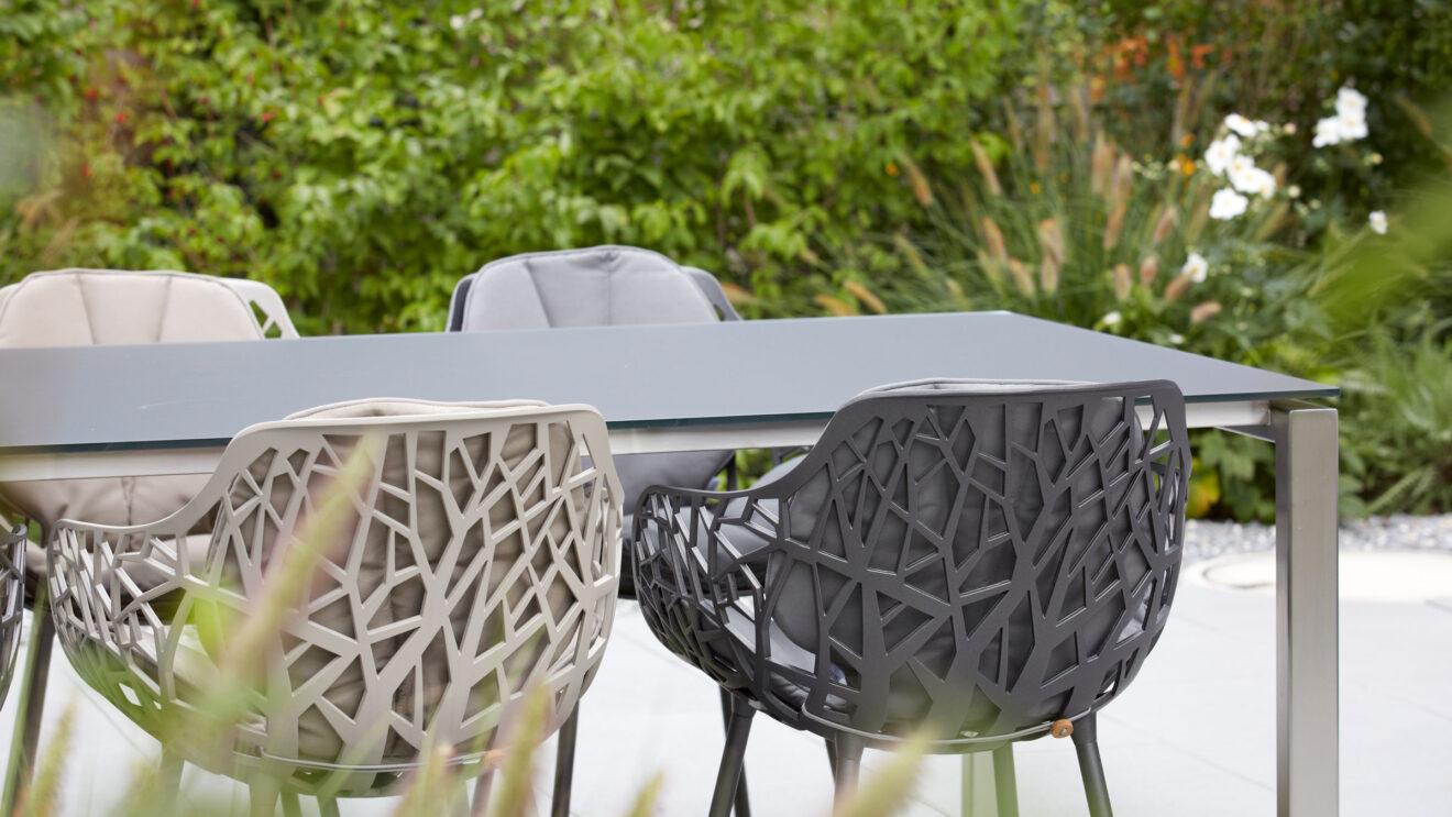 hauser-design-referenz-EFH-passende-Gartenmöbel