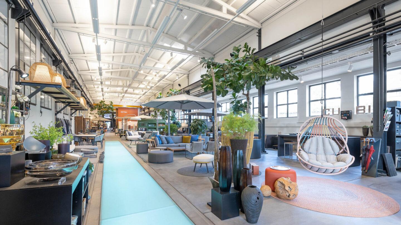 hauser-design-showroom-von-vorne-mit-dedon-kida